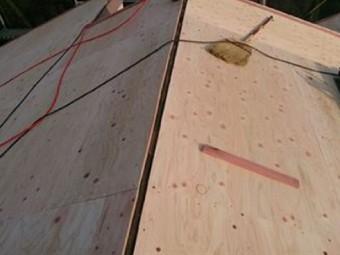 新しく野地板を貼った屋根