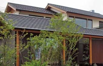 マルスギ株式会社様の製品平板陶器瓦「防災フィット」を使用した住宅