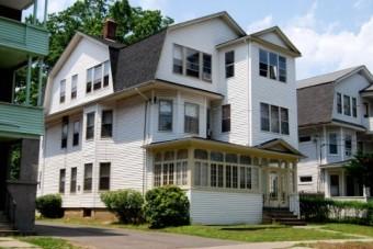 小屋根が多く見られる住宅