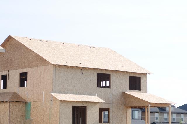 建てられている最中の住宅