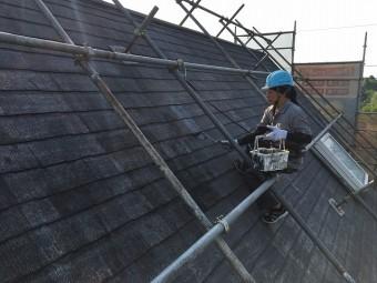 塗装を行っている屋根やさん