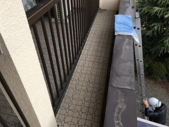 雨漏りした天井の上の原因部分と思われるベランダの床