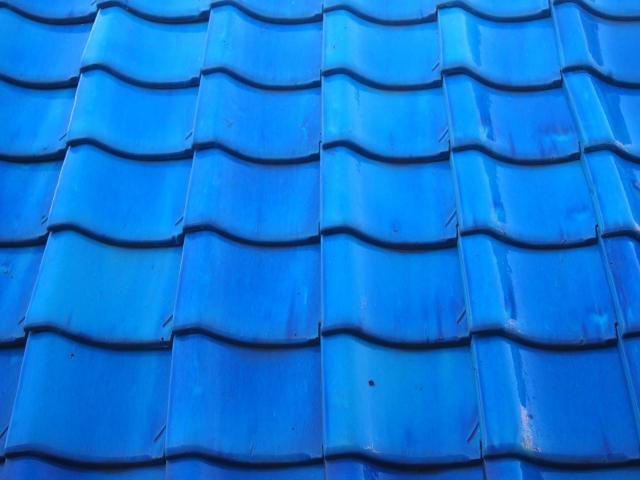 青色の爽やかな色付き釉薬瓦