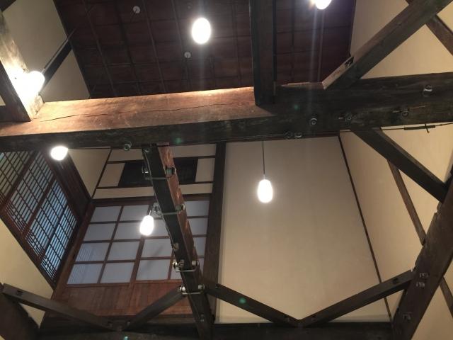 古民家の天井に使われている太い梁