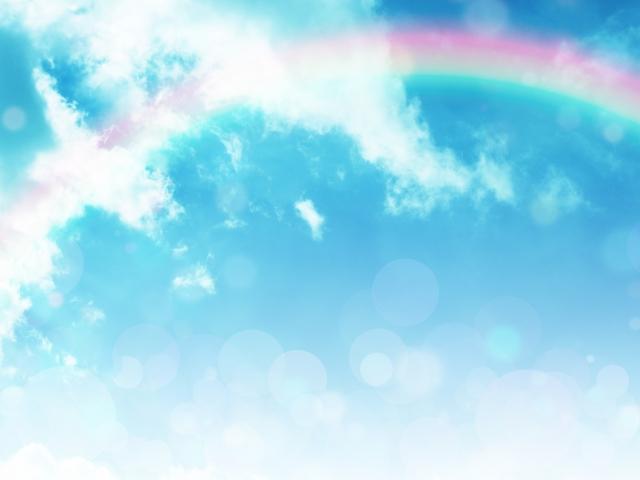 虹がかかった夏の青空