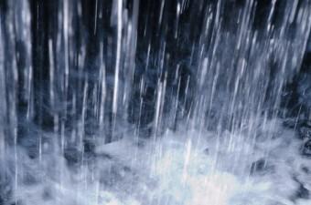 降り続ける大粒の雨