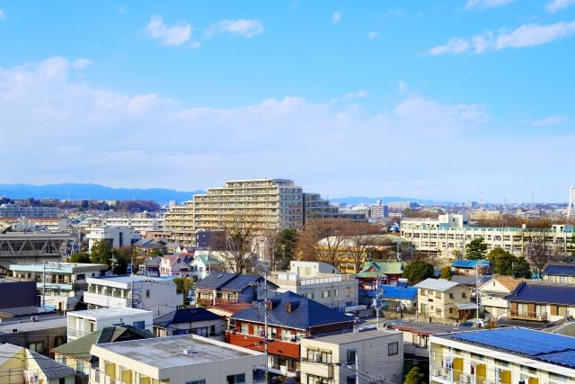 色々な屋根が立ち並ぶ住宅街
