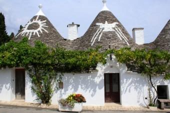 色々な模様が描かれたトゥルッリ屋根