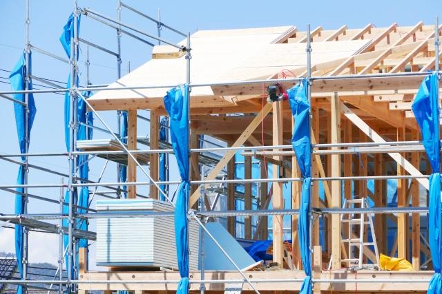 建築中の新築の屋根