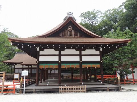 反り屋根工法を使用した神社の写真