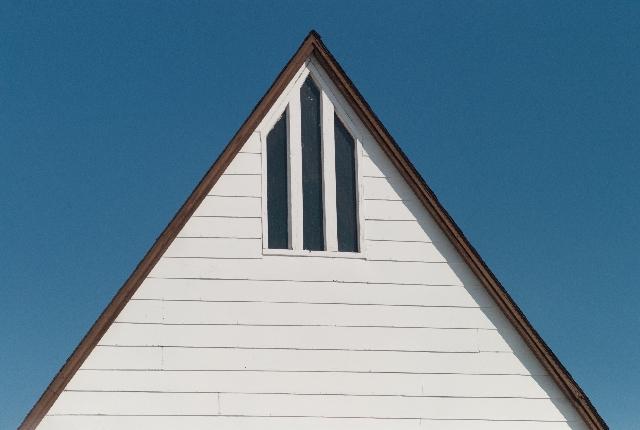 洋風な三角屋根