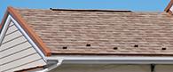 近くで見た様々な色が混ざった屋根の表面