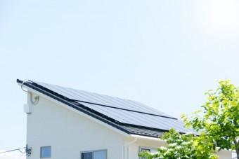片流れ屋根に付けられた太陽光(新築住宅)