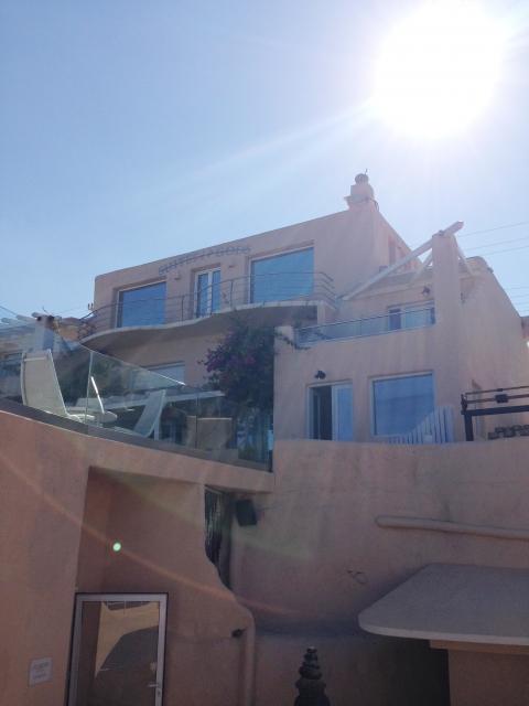 ギリシアサントリーニ島の一軒家