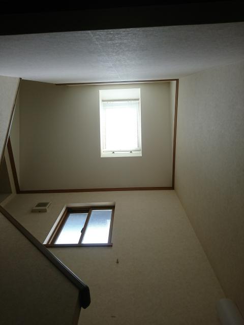 階段上に付けられた天窓