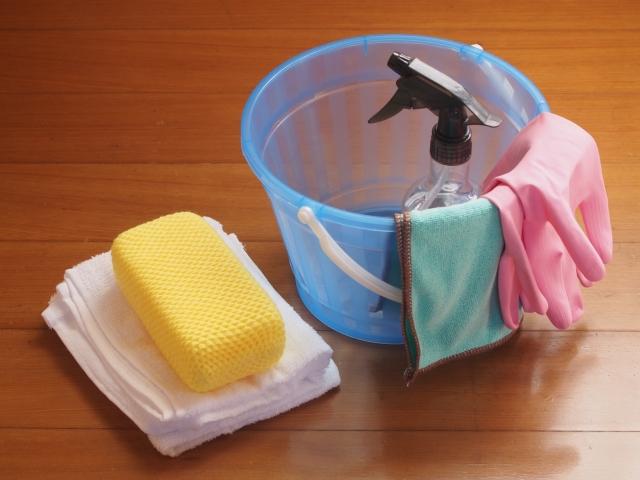 並べられたバケツや雑巾