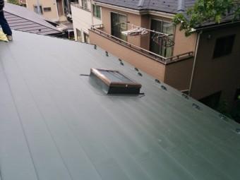 天窓の周りのガルバニウム鋼板