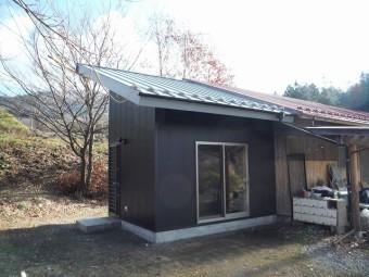 例として片流れ屋根を使用した倉庫