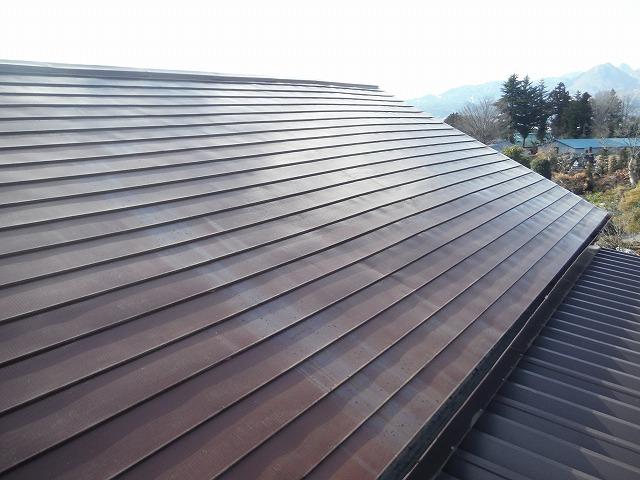 赤色のスレート屋根
