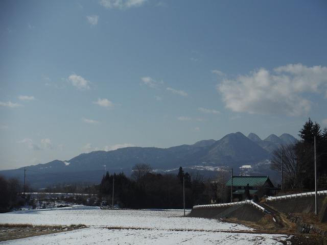 雪が積もった渋川市の風景