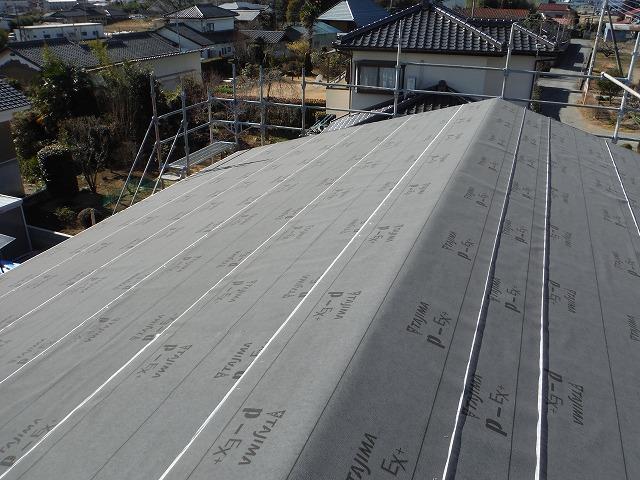 屋根一面に敷かれたルーフィング材