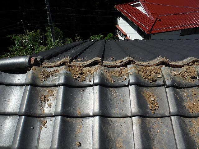 瓦屋根の棟部分