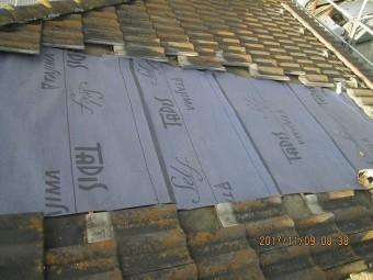 瓦を張る前のルーフィング材が張られている屋根