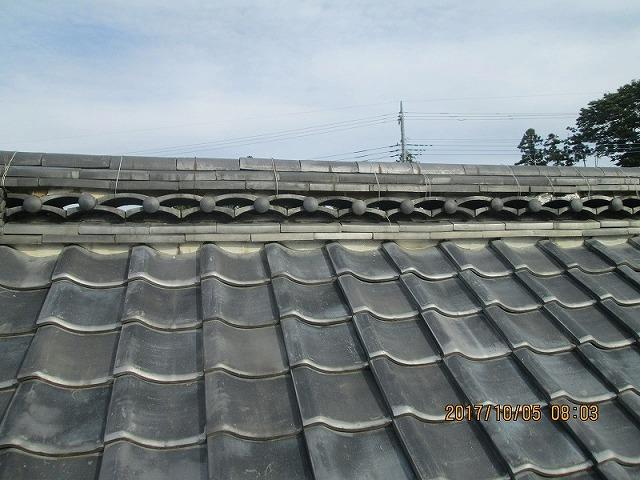 いぶし瓦の屋根(棟部分)