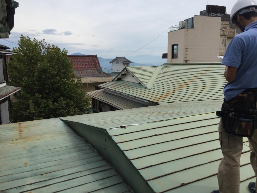 板金屋根全体 伊香保町旅館