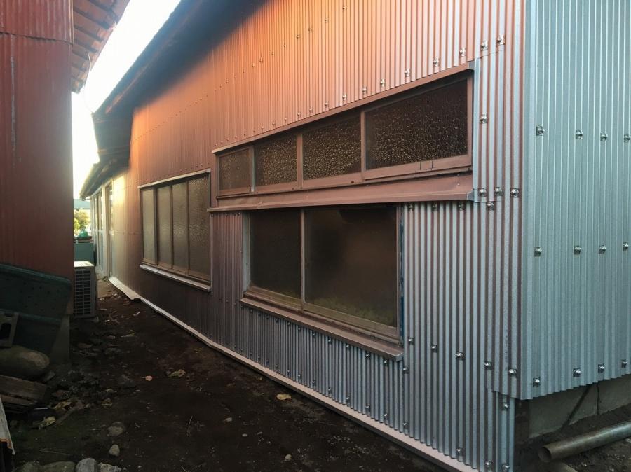 倉庫の裏側の張替えが終了
