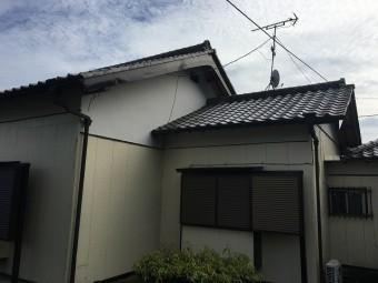 住居の白い壁