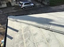 色褪せした金属屋根