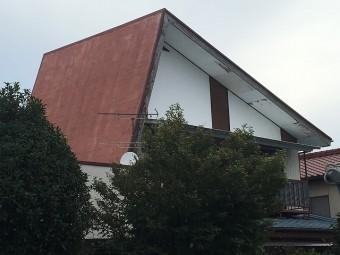 赤色の片流れ屋根