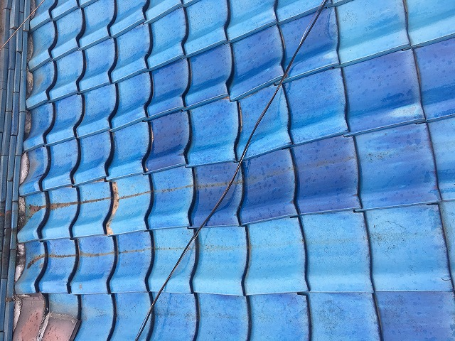 青色の釉薬瓦
