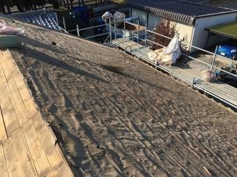 劣化してしまった屋根に張られているルーフィング