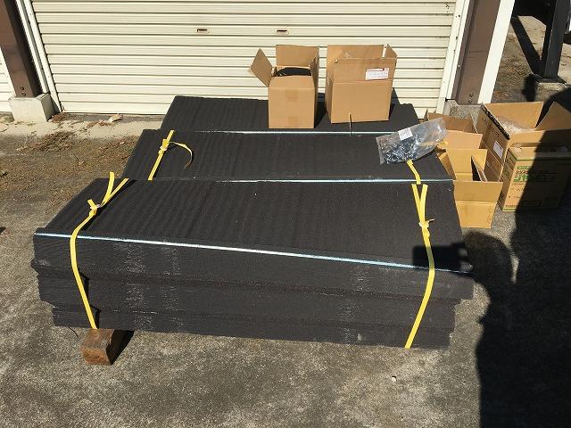 屋根の葺き替えに必要な屋根材とその他の部材