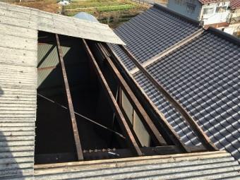 屋根材を剥がした張り替える前の風景