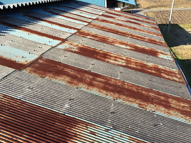 みなかみ町の倉庫のトタン屋根