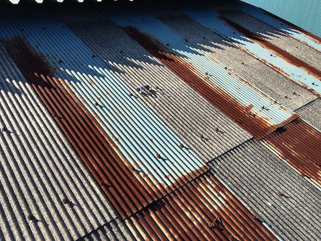 錆びついてしまったトタンの波板屋根