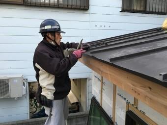 板金屋根工事をしている板金やさん