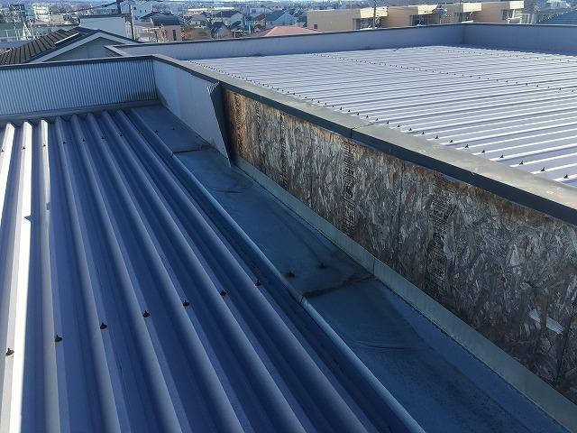 前橋市のマンションの波板屋根
