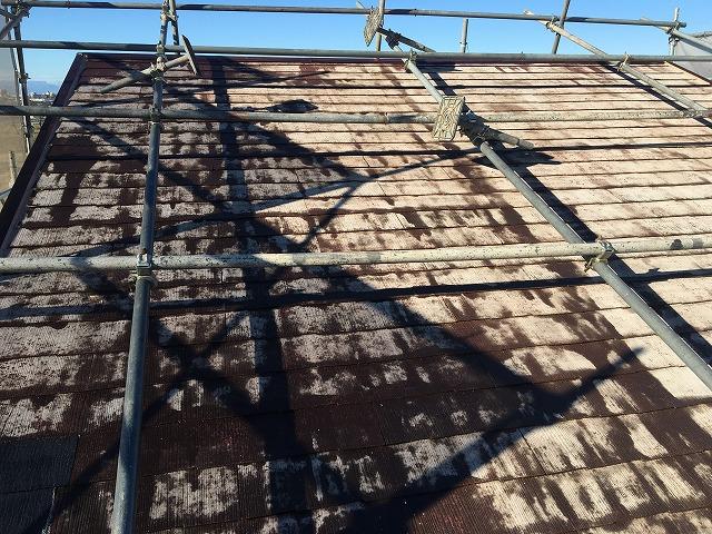 長い時間をかけて汚れてしまった屋根