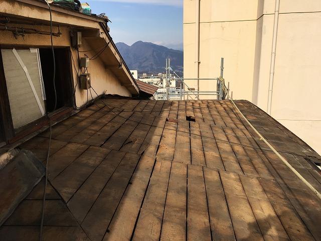既存の板金屋根を剥がした後の屋根の下地