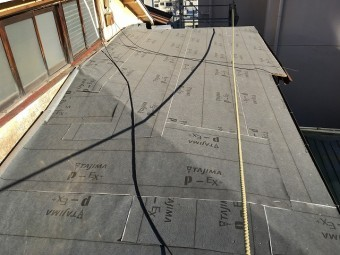 防水紙を張り終えた後の屋根