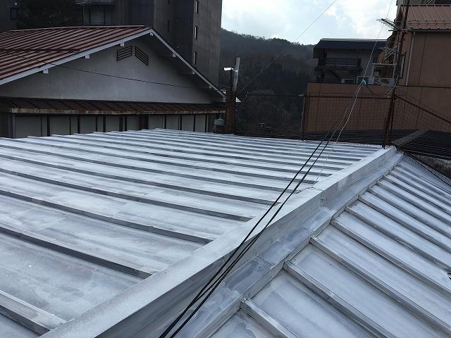 シーラーを塗った板金屋根