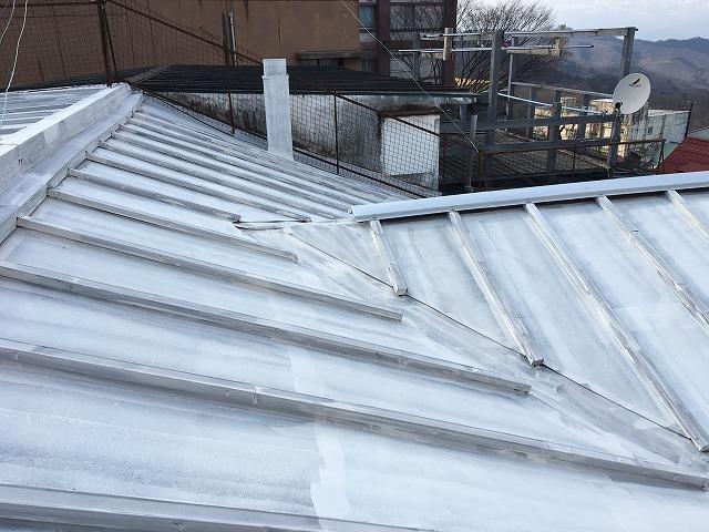 シーラーを塗った後の屋根面