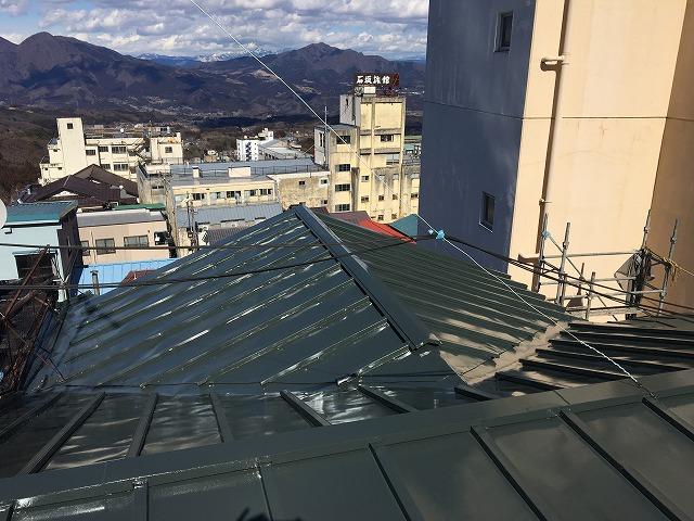 遮熱シリコン塗料が塗られた板金屋根