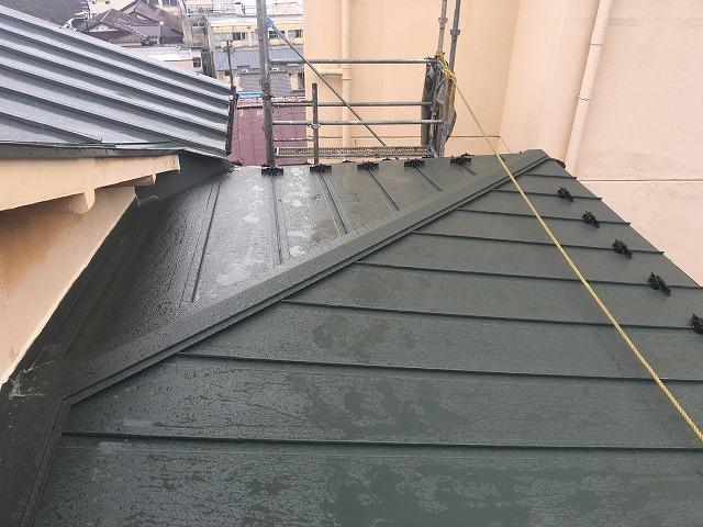 板金屋根を取り付けた後の風景
