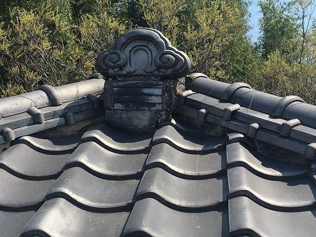 瓦屋根の頂上