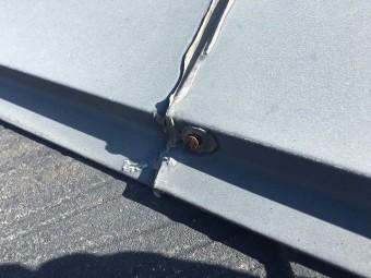棟板金を固定している釘